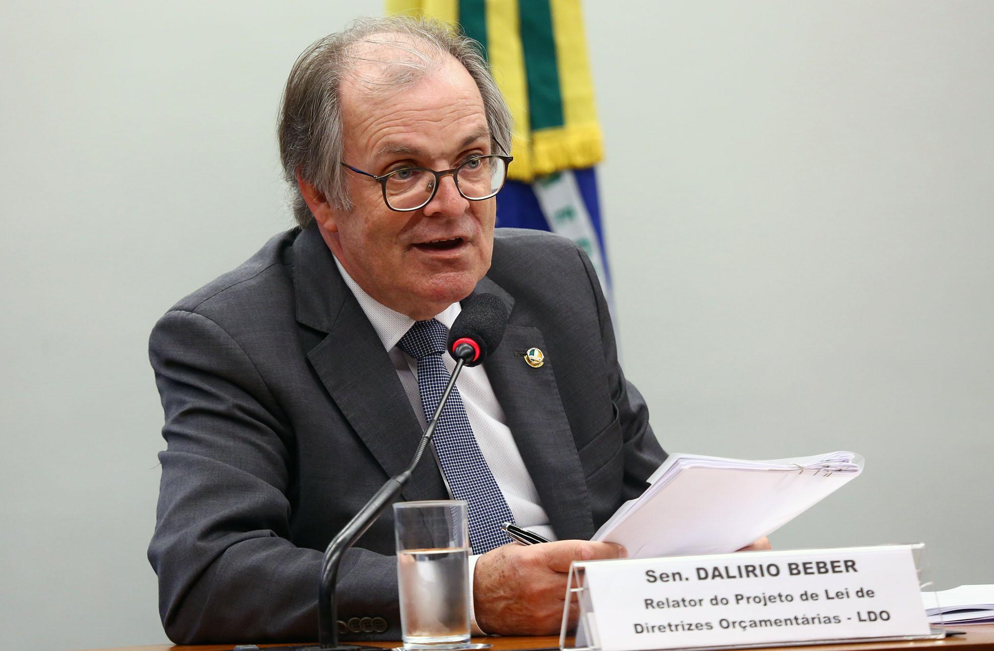Partidos fecham acordo para votar LDO na próxima quarta; relator leu parecer na comissão