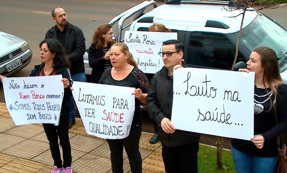 Funcionários protestam contra atraso nos salários e falta de recursos em hospital de Santa Rosa