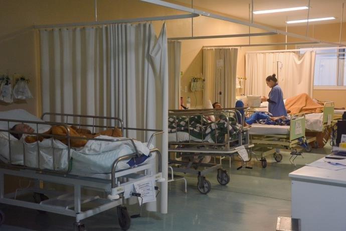 Emergências hospitalares atendem com superlotação em Porto Alegre