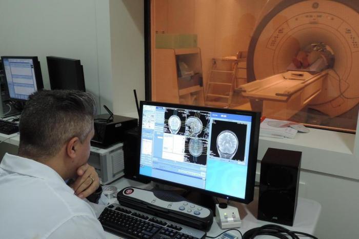 Hospital Universitário de Santa Maria convoca profissionais que faltavam para colocar aparelho de ressonância magnética em funcionamento