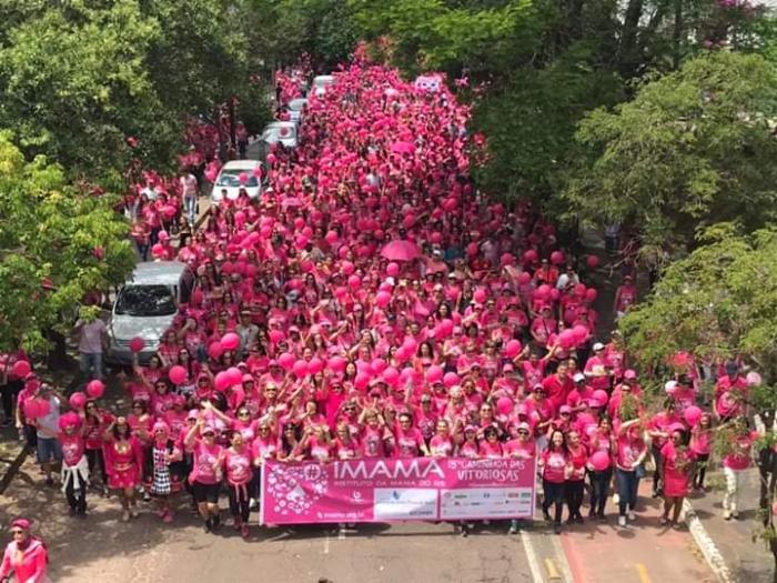 Caminhada das Vitoriosas colore de rosa as ruas e alerta para a prevenção do câncer de mama