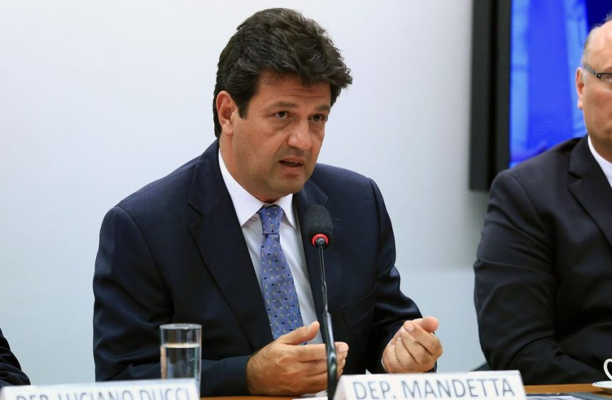 Ministro da Saúde quer rever modelo de contratos com hospitais públicos