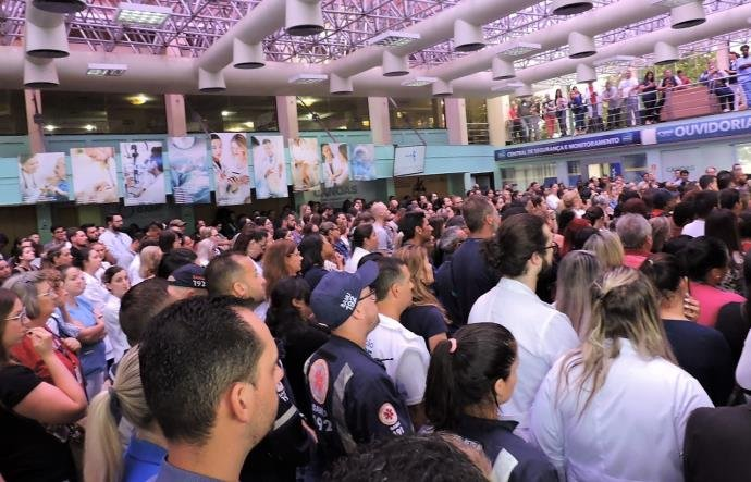 Mobilização em Canoas reúne centenas de funcionários da saúde