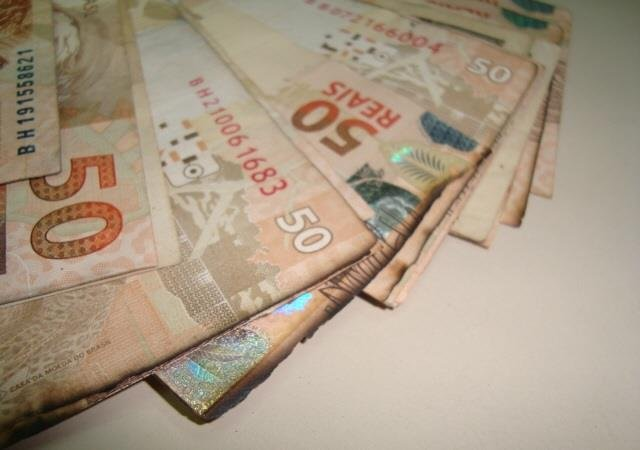 Bolsonaro assina novo salário mínimo de R$ 998