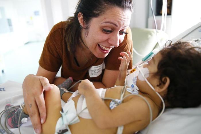 Em transplante inédito no Estado, menina de 11 meses recebe fígado de doador de apenas 19 dias