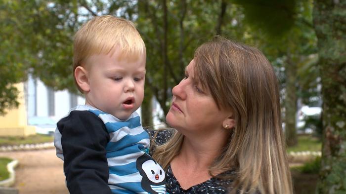 Família de bebê com doença rara faz campanha para conseguir dinheiro do tratamento
