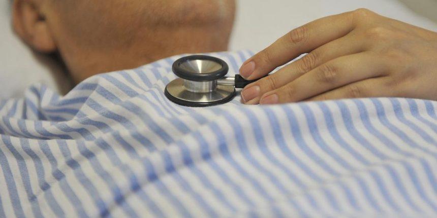 Associação Médica promete ir à Justiça contra revalidação de diplomas