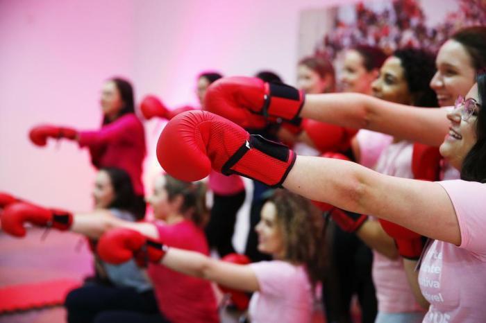 Câncer de mama: ação da Santa Casa lembra a importância da prevenção o ano inteiro
