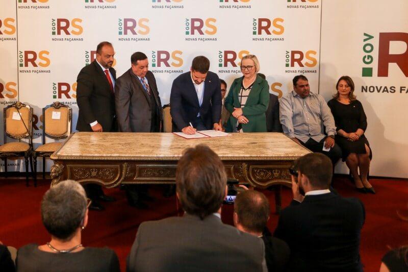 Governo do RS assina acordo para reduzir o número de pacientes que entram na Justiça para garantir atendimento